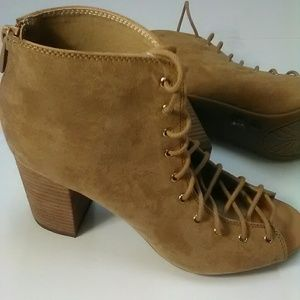 NW/tag Chinese Laundry tan ankle boot size 8 1/2""